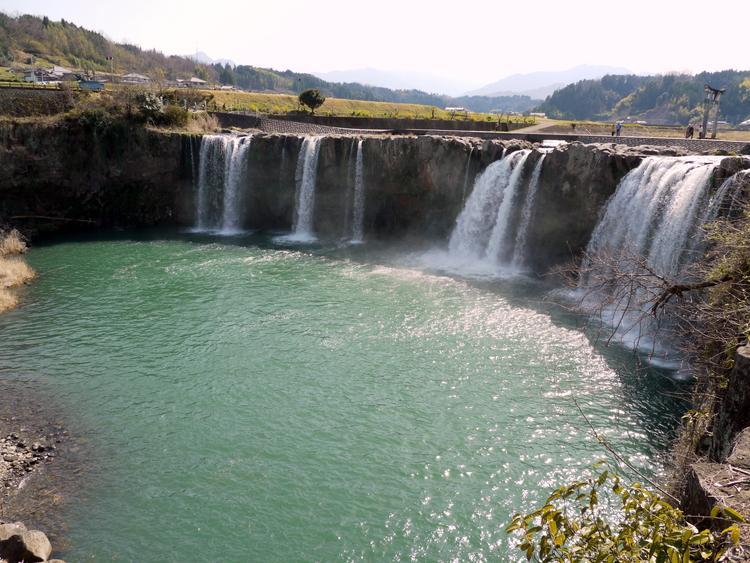 原尻の滝 | 日本一の「おんせん...